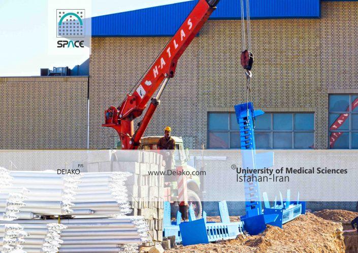 نصب ستون سازه فضایی قوسی ورزشگاه